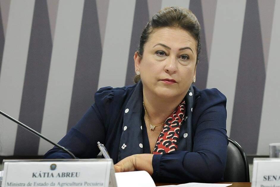 PMDB expulsa Katia Abreu após críticas a Michel Temer e ao partido