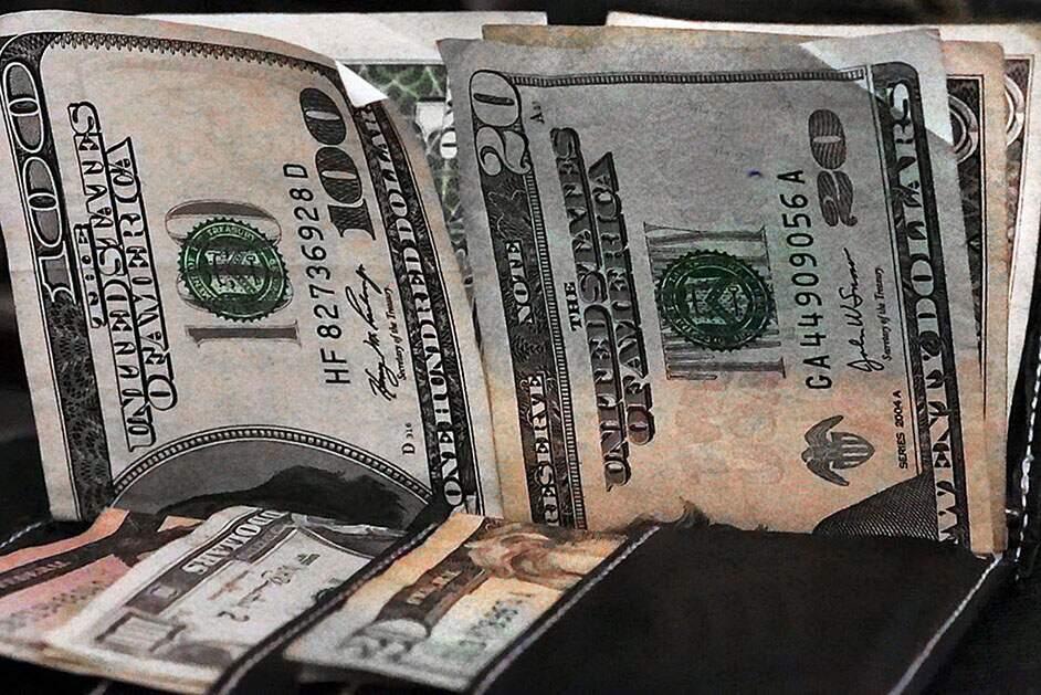 Dólar tem maior queda desde 29 de abril com otimismo externo e fecha em R$ 5,72
