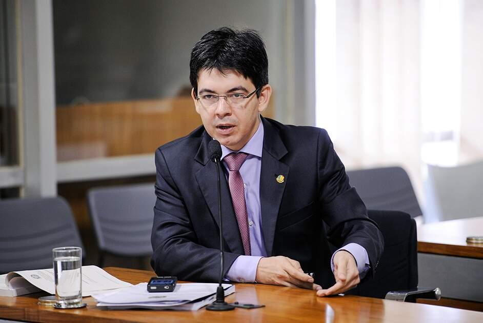 Senado propõe PLs que preveem prisão de até 6 anos para 'fura-filas' da vacina