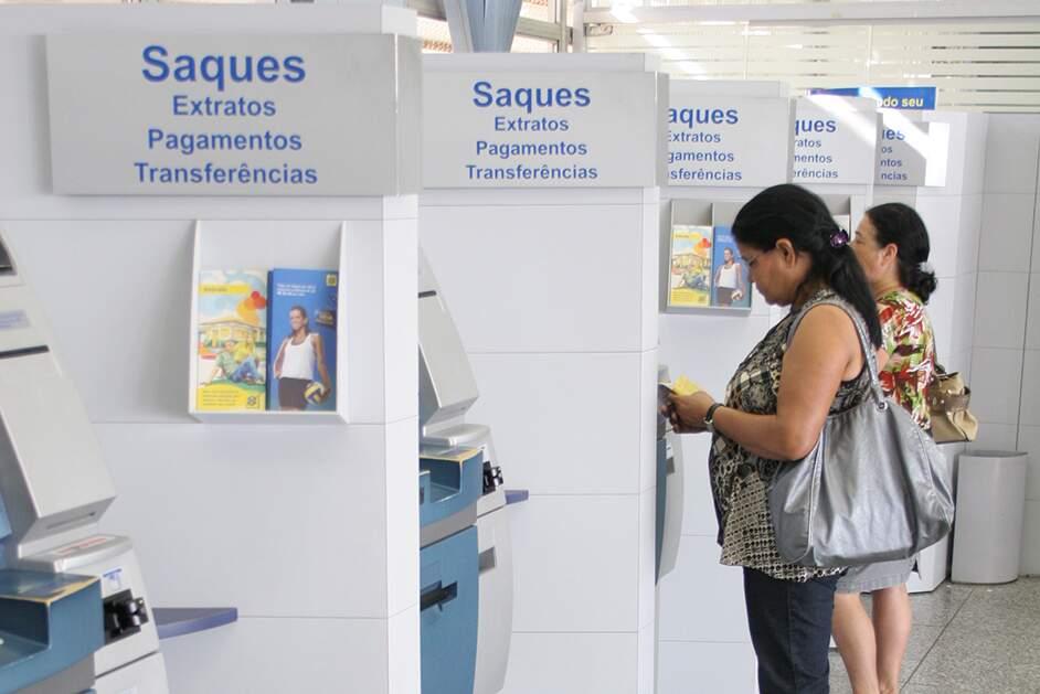 Bancos funcionam com atendimento ao público até quinta-feira (28)