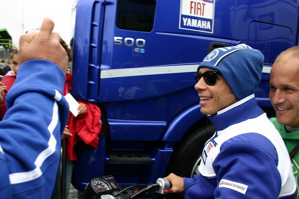 Valentino Rossi sofre acidente em treino de motocross e é internado