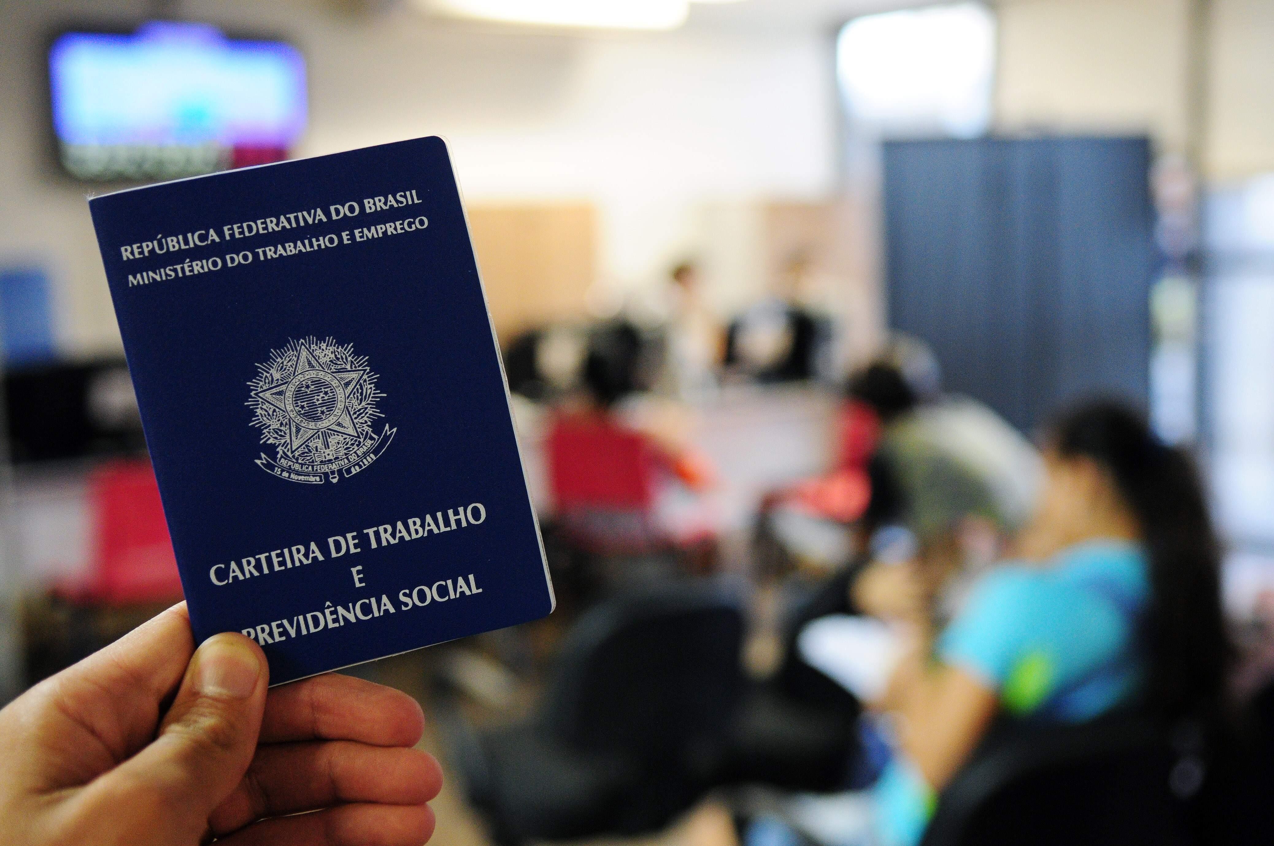 População desocupada totaliza 12,850 milhões de pessoas, diz IBGE