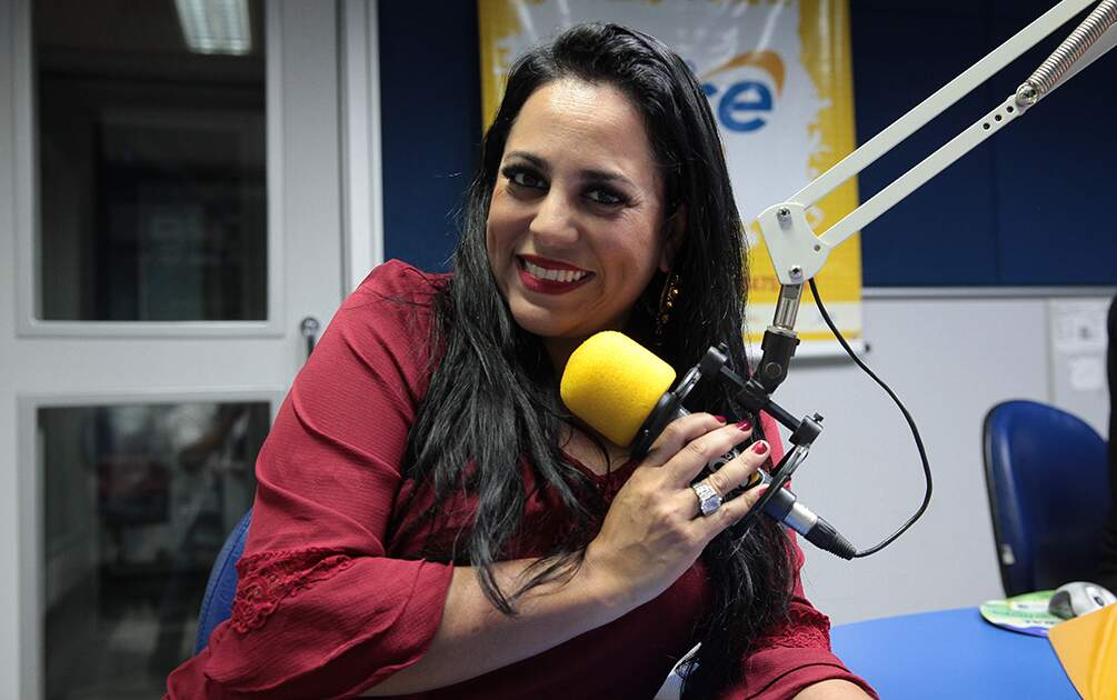 Érica Paixão, voz marcante do rádio em Americana, morre aos 40 anos, de Covid-19