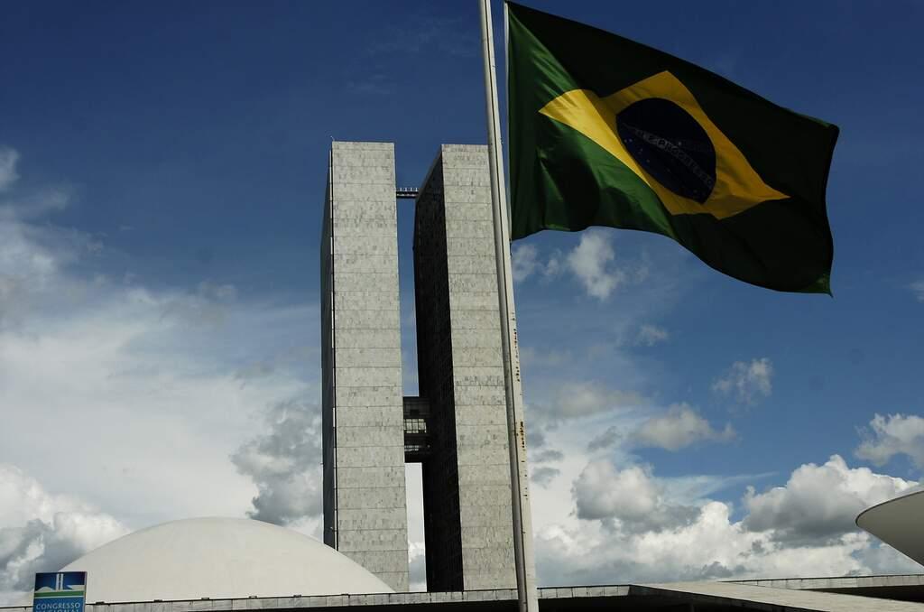 Bolsonaro sanciona Orçamento com veto parcial a R$ 19,8 bi de dotações