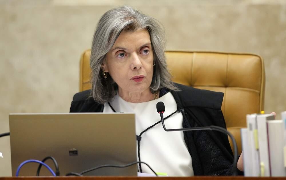 Ministra diz que bloqueio de Bolsonaro a seguidores nas redes é 'antirrepublicano'