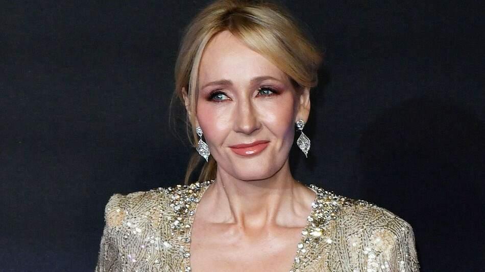 Novo livro de J. K. Rowling começa a ser publicado online em português