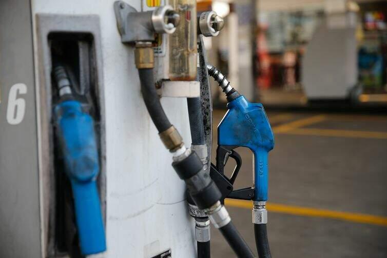 Petrobras anuncia alta de 5% no preço da gasolina e de 7% no diesel na refinaria