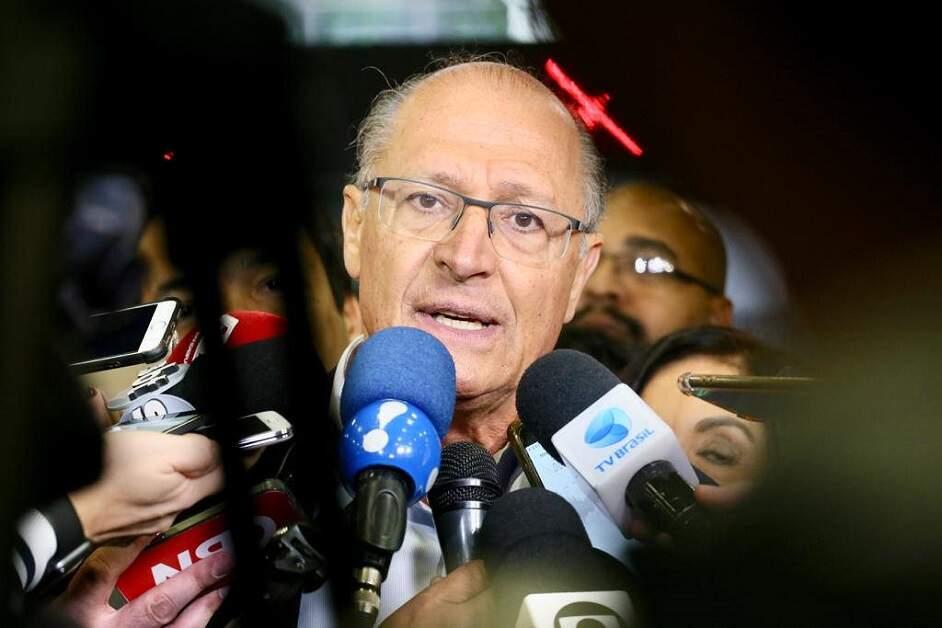 Justiça bloqueia R$ 11,3 milhões e sequestra imóveis de Alckmin