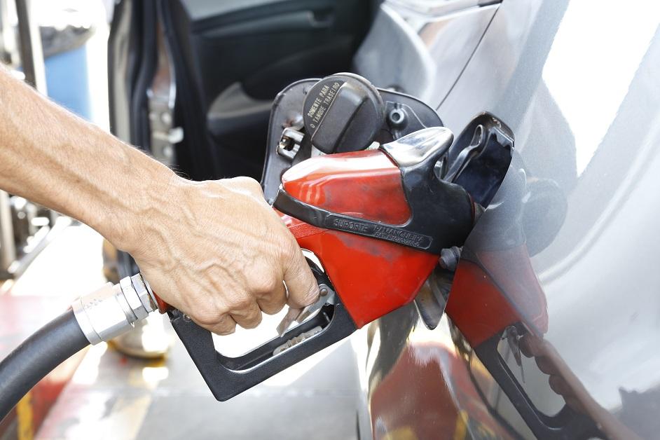 Petrobras anuncia reajuste de 12% para gasolina a partir desta quinta