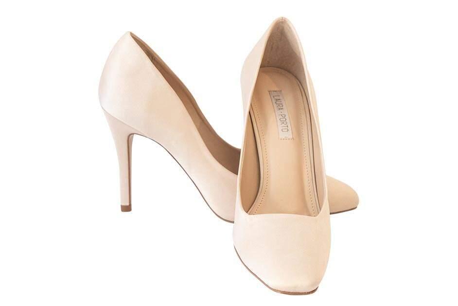 72572cb68 ... Sapatos clean são ideais para noivas minimalistas como este modelo  vintage off white [Due Donne Calçados] ...