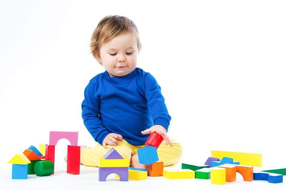 b97582d9e0 Foto  AdobeStock O presente deve corresponder à idade da criança  a maioria  dos brinquedos traz a faixa etária indicada na embalagem