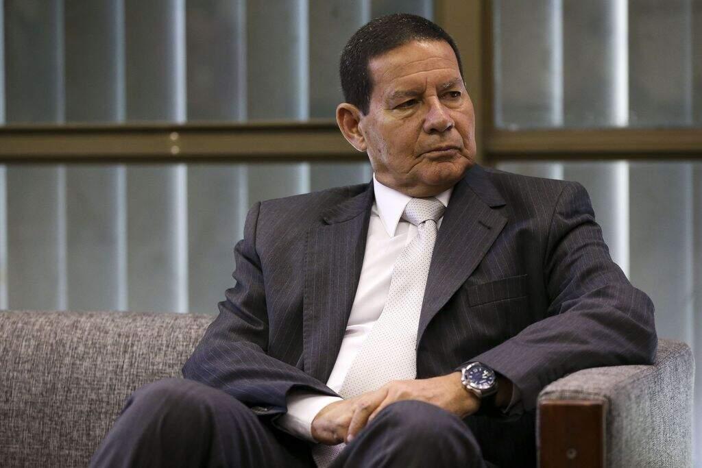 Pressionado, Mourão admite atraso no combate ao desmatamento na Amazônia