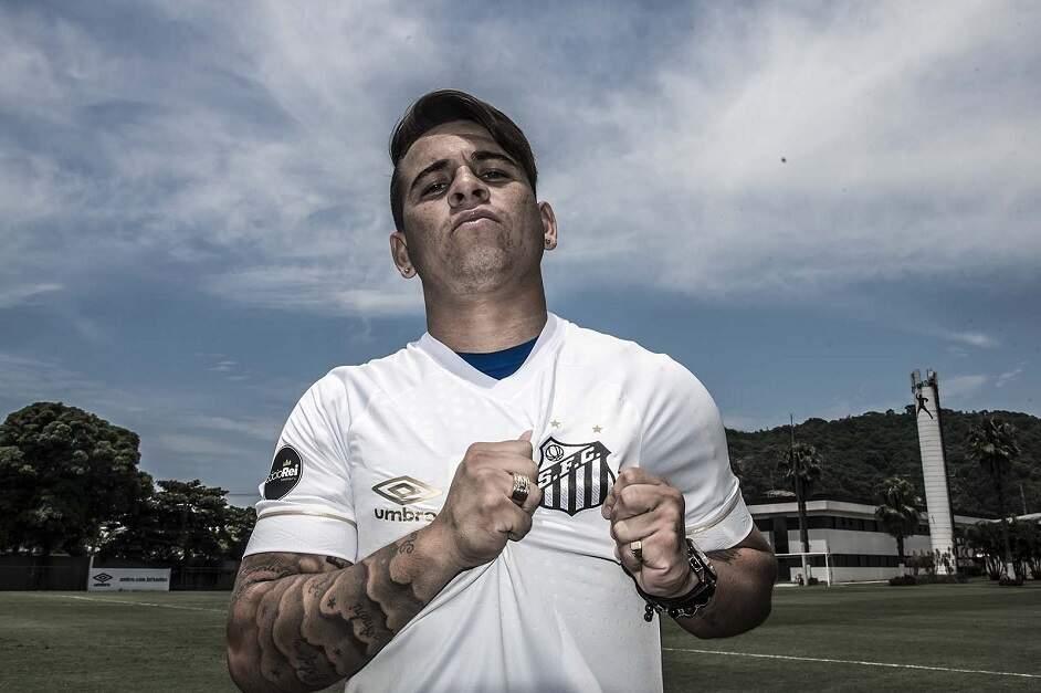 Apesar de Santos aceitar proposta, Soteldo treina com o time no CT Rei Pelé