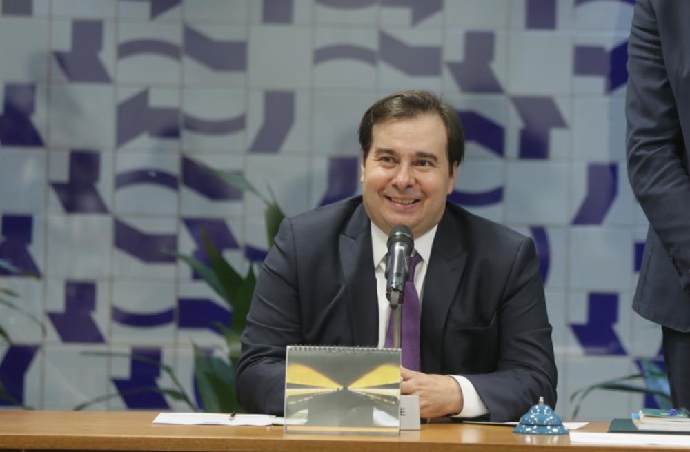 Maia diz em 'live' que Bolsonaro 'desorganiza e gera insegurança'