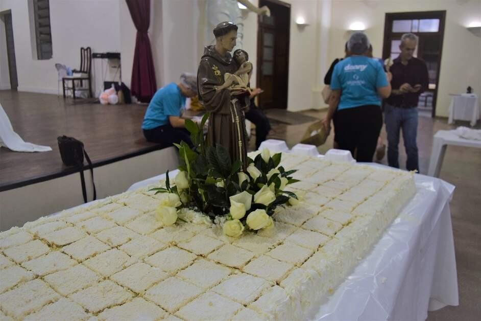 Basílica inicia venda do bolo de Santo Antônio