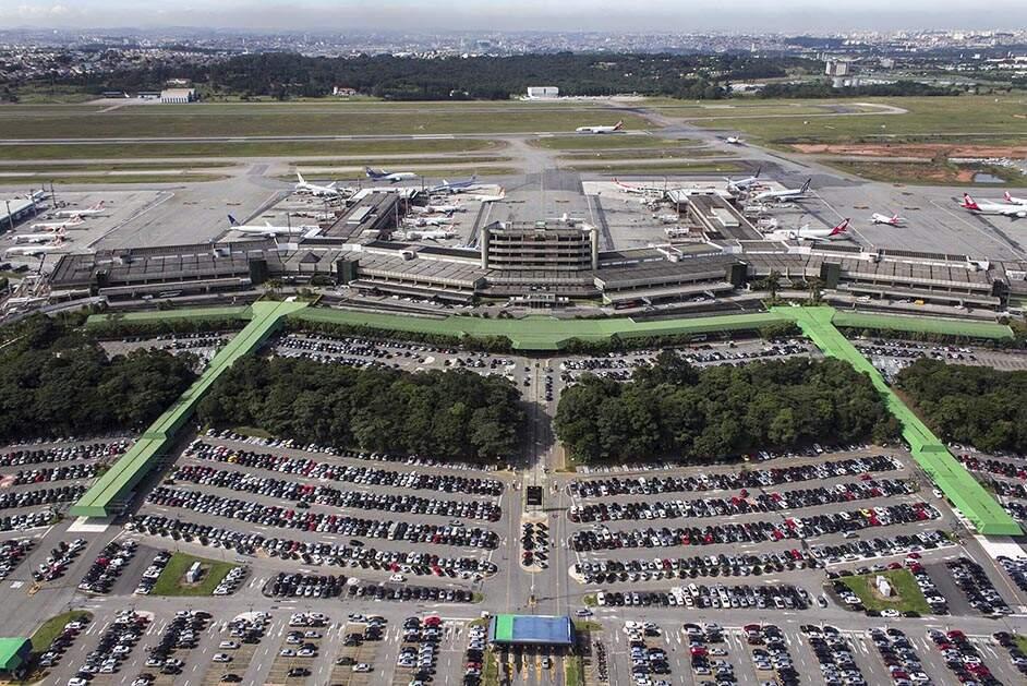 Embaixada nega voo de repatriação a 180 colombianos acampados em Guarulhos