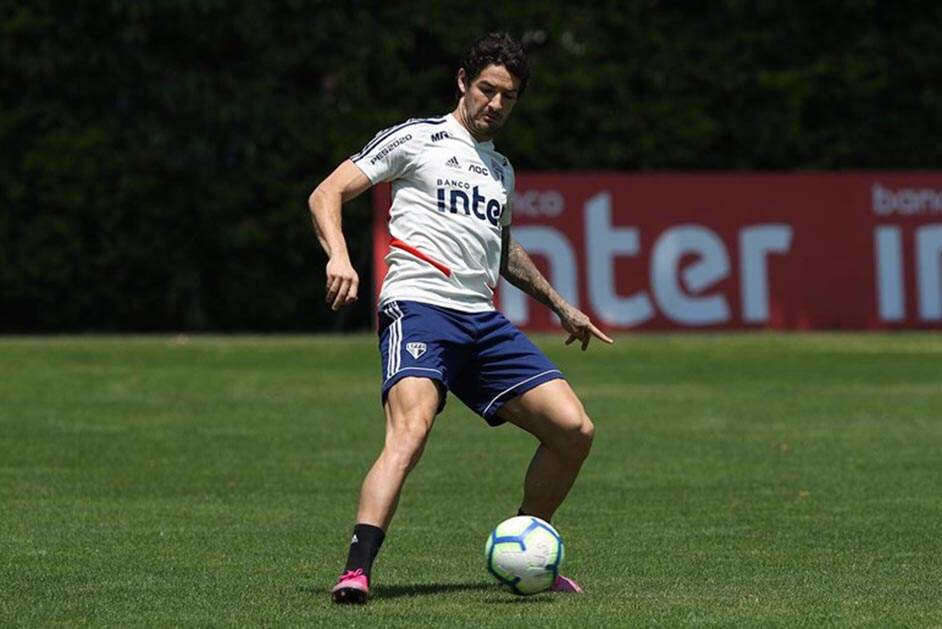 Do estrelato ao desemprego: Alexandre Pato completa dois meses sem clube
