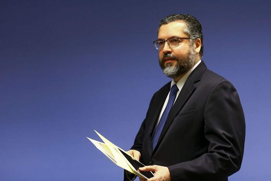 Mourão diz que Ernesto Araújo pode ser demitido após eleição no Congresso