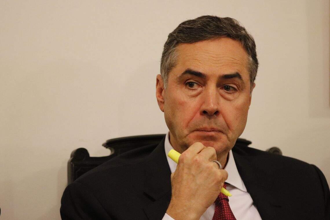 Barroso pede em pronunciamento que eleitores não entreguem o destino aos outros