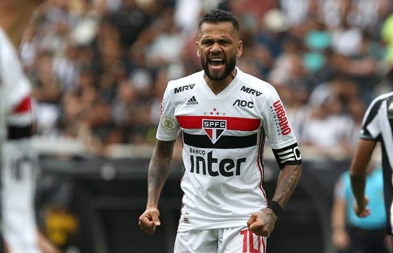 Daniel Alves nega transferência ao Flamengo: 'No Brasil, só jogo no São Paulo'