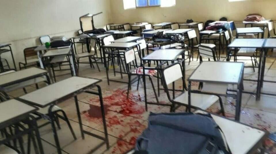 Resultado de imagem para Adolescente com arma e facão ataca alunos em escola de MG