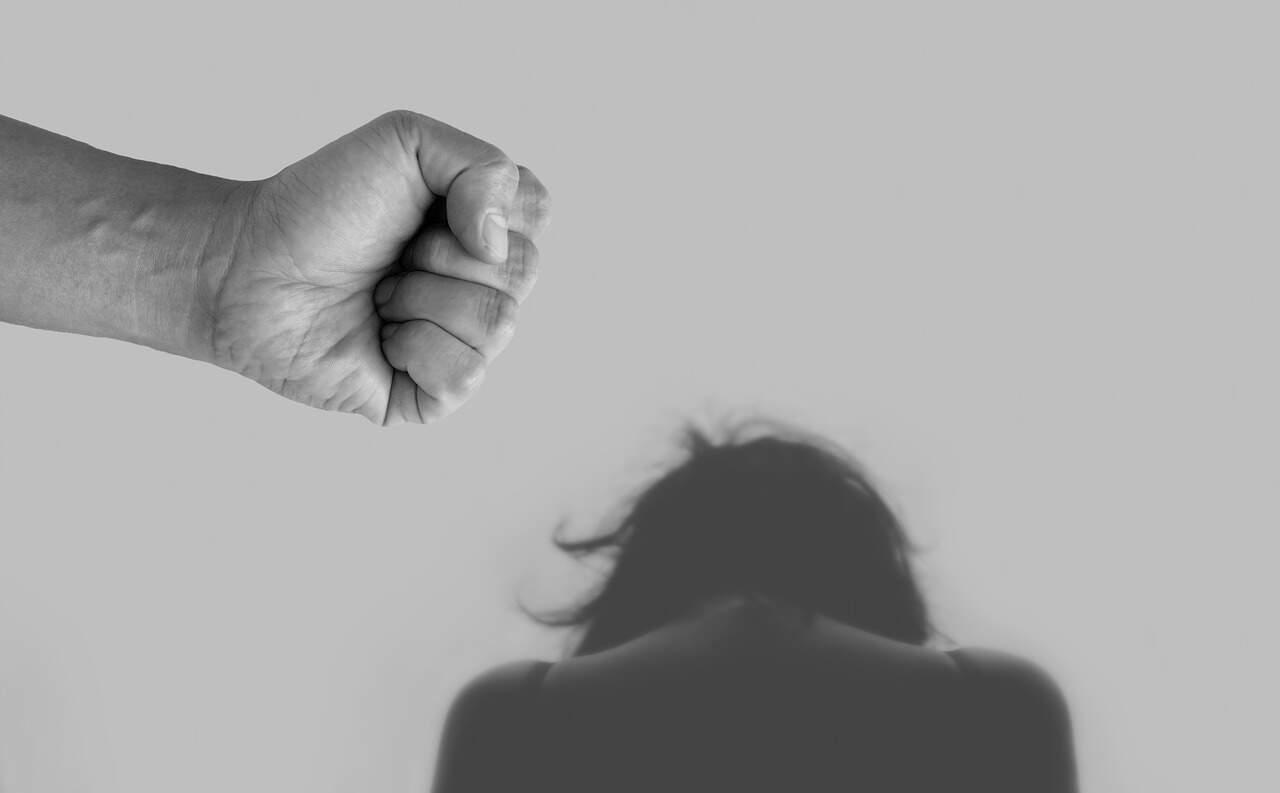 agressão mulher violência abuso