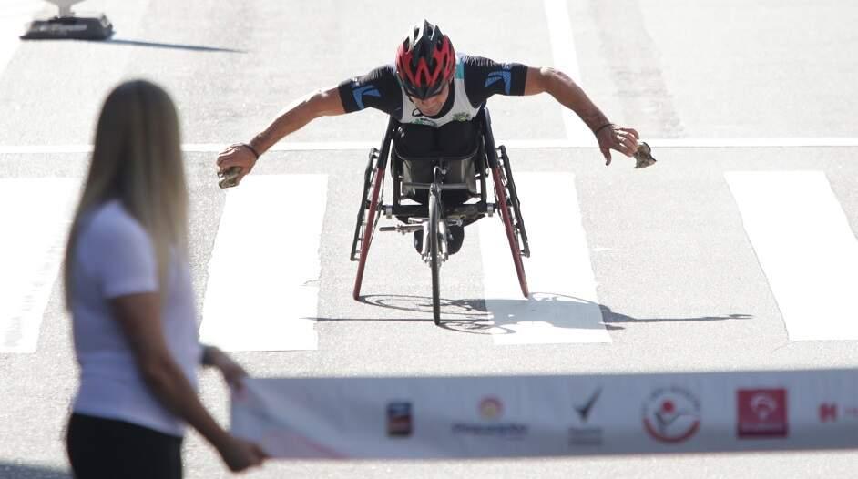 Atleta de Santa Bárbara faz vaquinha para comprar cadeira de competição
