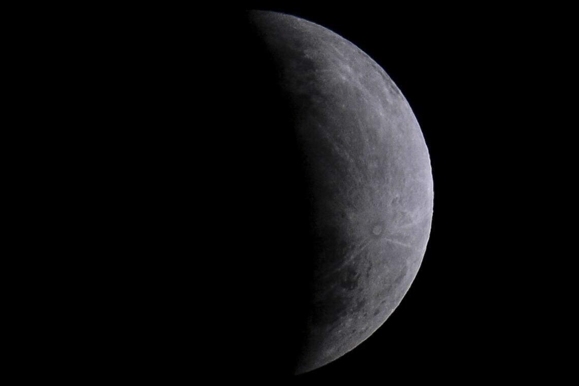 Sonda chinesa pousa com sucesso na Lua