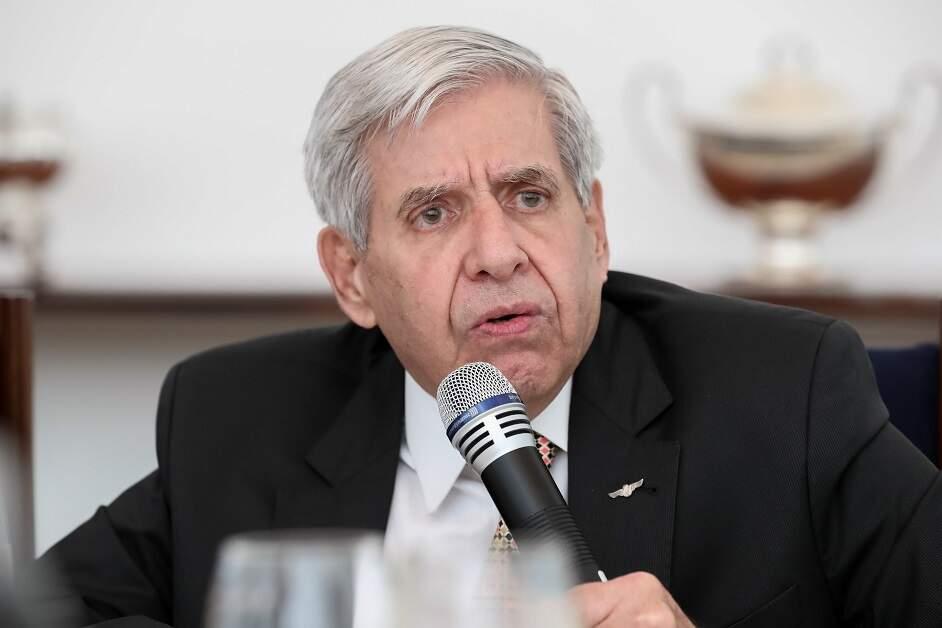 General Heleno diz que militares 'não vão dar golpe' ou fazer intervenção