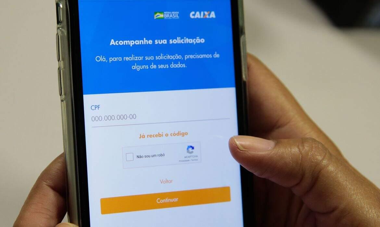 Alta demanda em app da Caixa impede beneficiários do auxílio de pagar contas