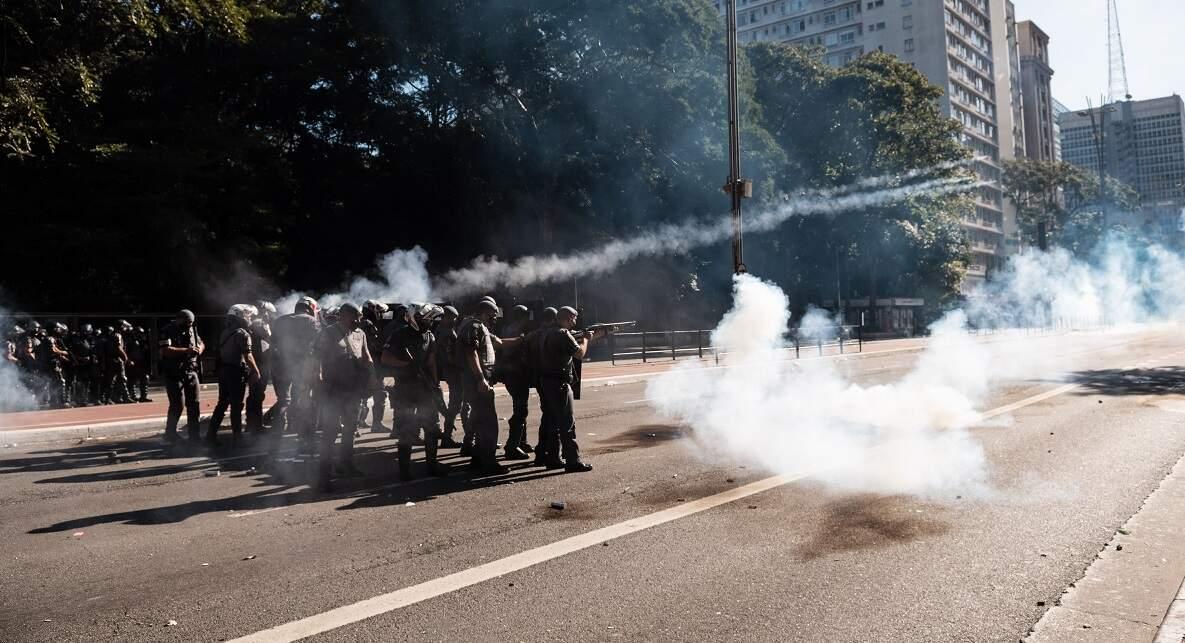 Ato na Avenida Paulista foi dispersado após pedras jogadas em policiais, diz PM