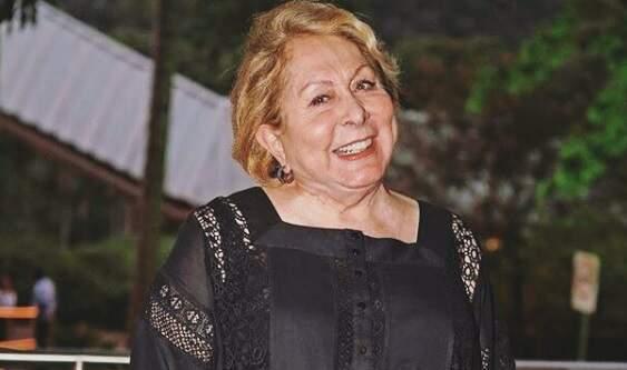 Aracy Balabanian, de 81 anos, é vacinada contra Covid-19