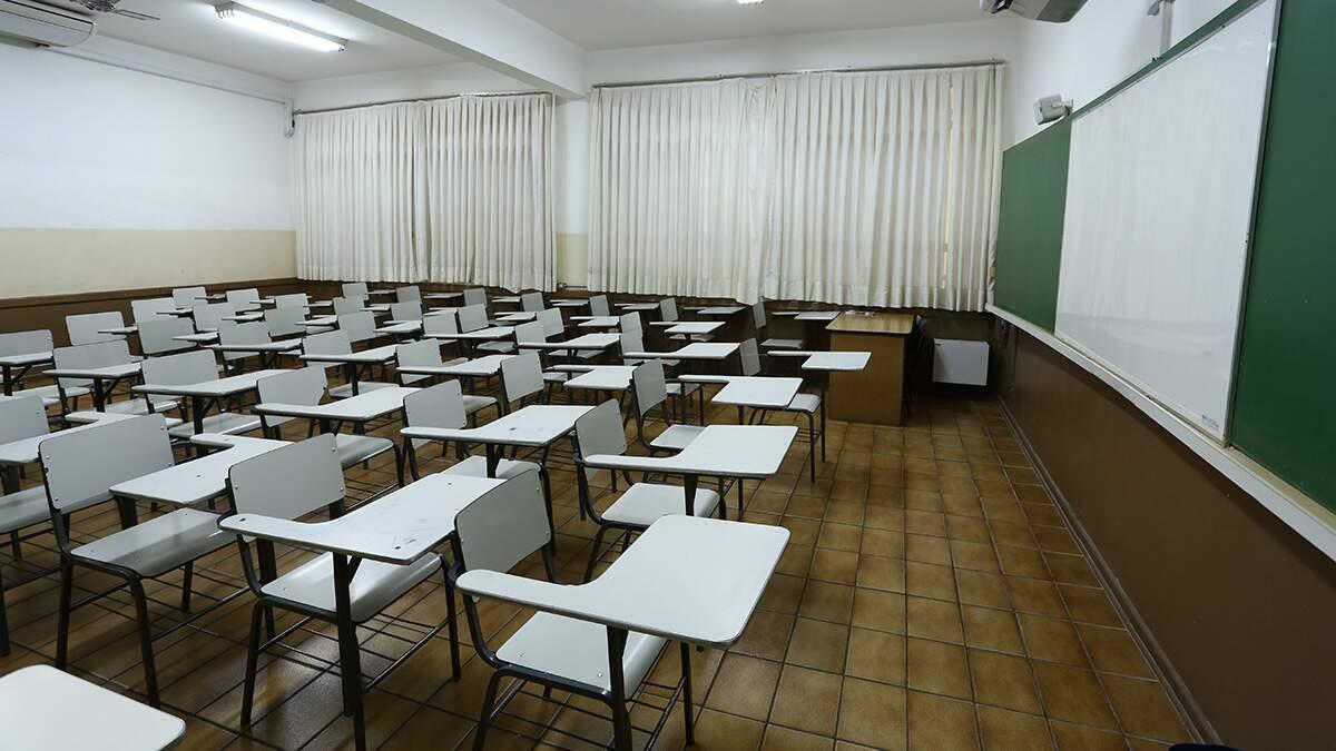 Alguns países que reabriram escolas relataram surtos da Covid-19 nelas, diz OMS