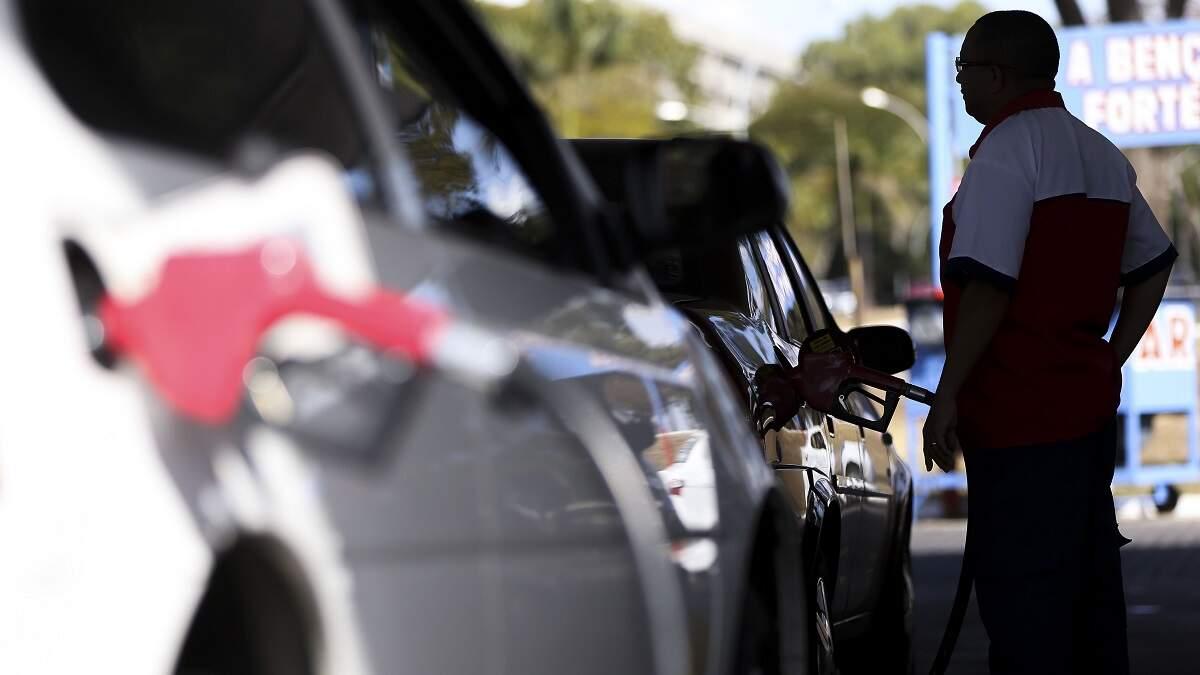 Petrobras anuncia reajuste de 12% para a gasolina; alta vale a partir desta quinta
