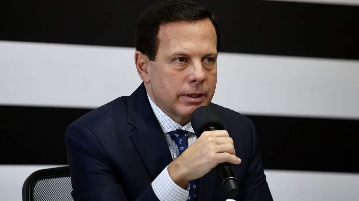 Aulas na rede pública de SP voltarão em etapas, afirma gestão Doria