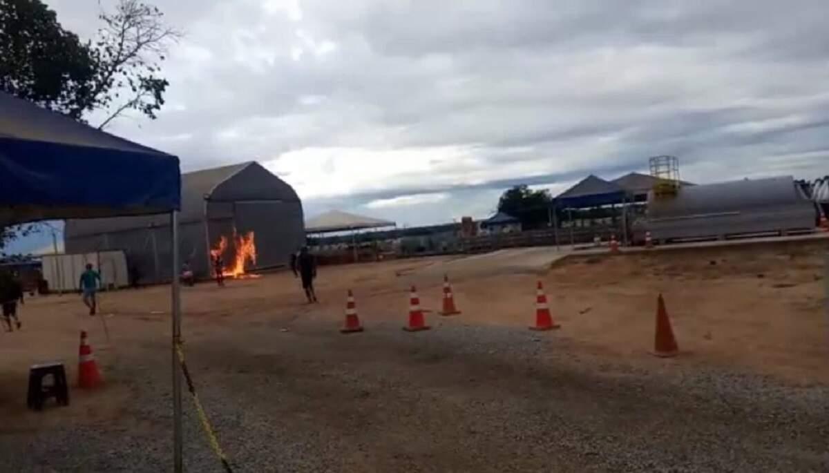 Moradores ateiam fogo em alojamento de contaminados pela Covid-19 na BA