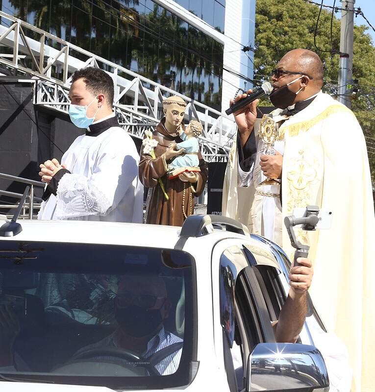 No Dia de Santo Antônio, Basílica faz carreata por hospitais de Americana