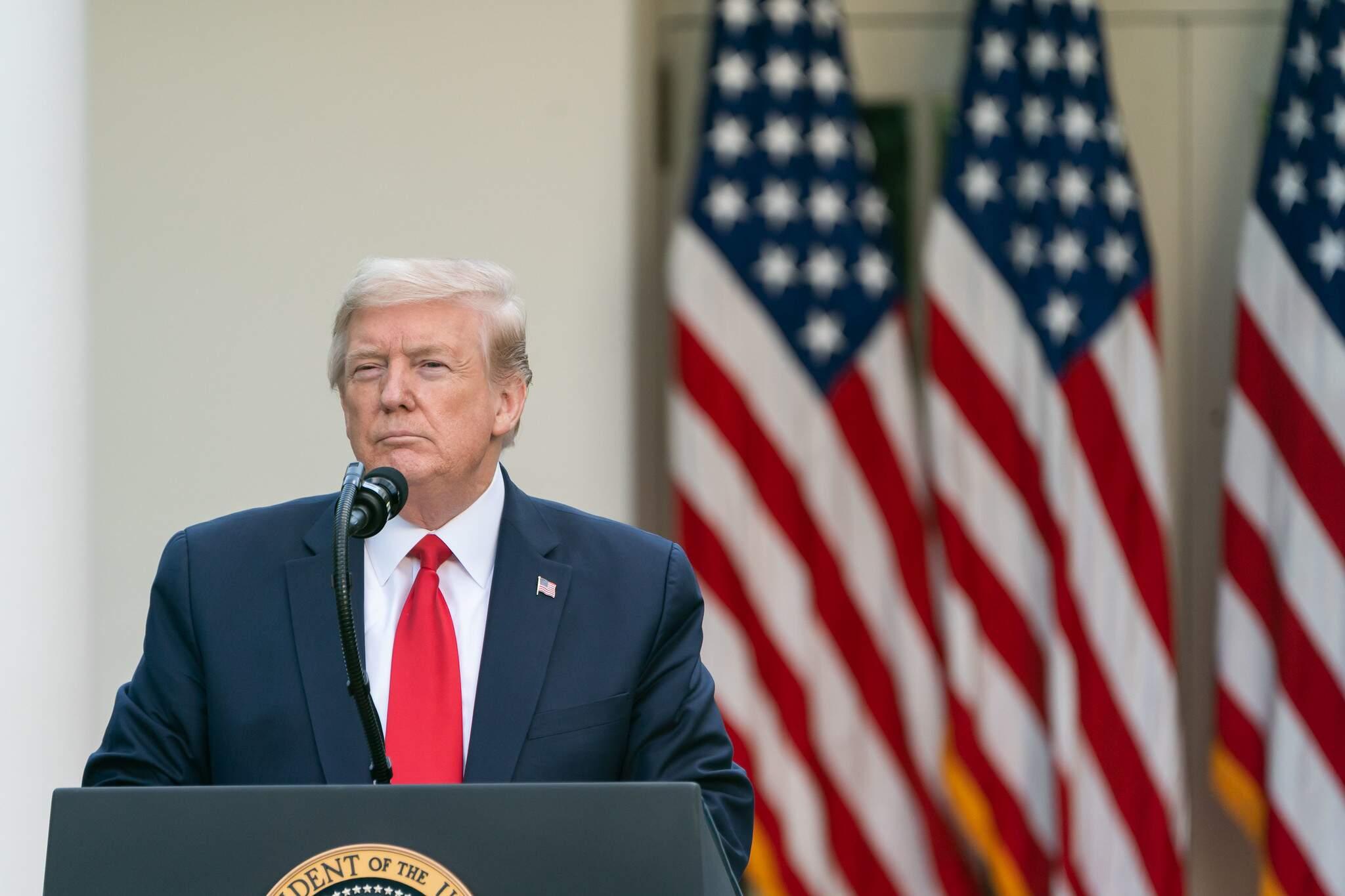 Trump cita Brasil como mau exemplo na luta contra o coronavírus