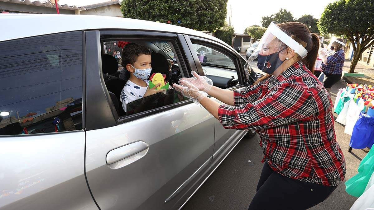 Colégio faz festa junina drive-thru para alunos em Santa Bárbara