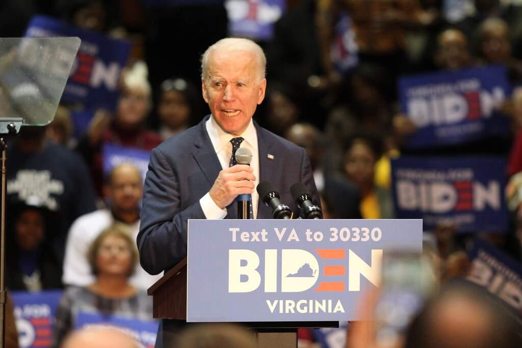 Biden fica 8 pontos à frente de Trump em nova pesquisa do WSJ/NBC