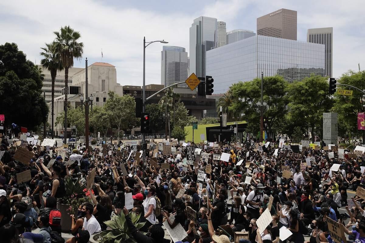 Retórica incendiária de Trump agrava protestos contra racismo nos EUA