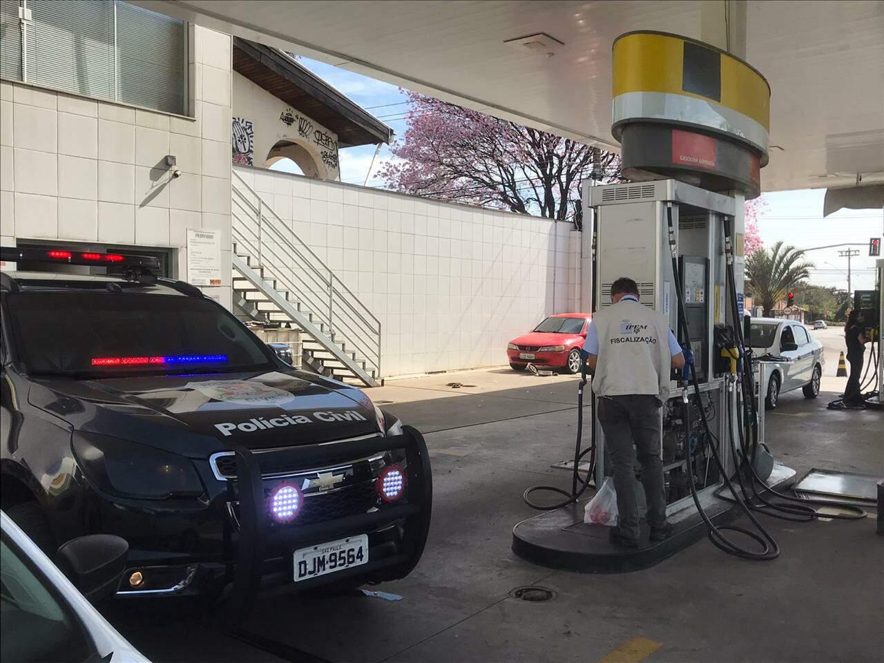 Operação encontra fraude em bomba de combustível de posto em Americana