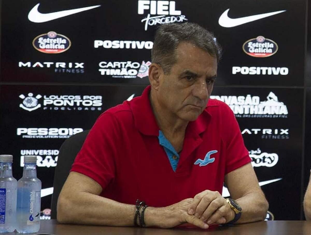 Diretor do Corinthians admite excesso de contratações e diz que alertou Sanchez