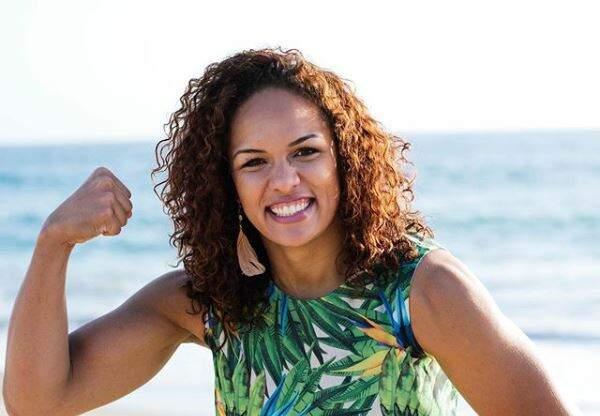 Lutadora Aline Silva faz campanha online para levar internet a comunidade carente