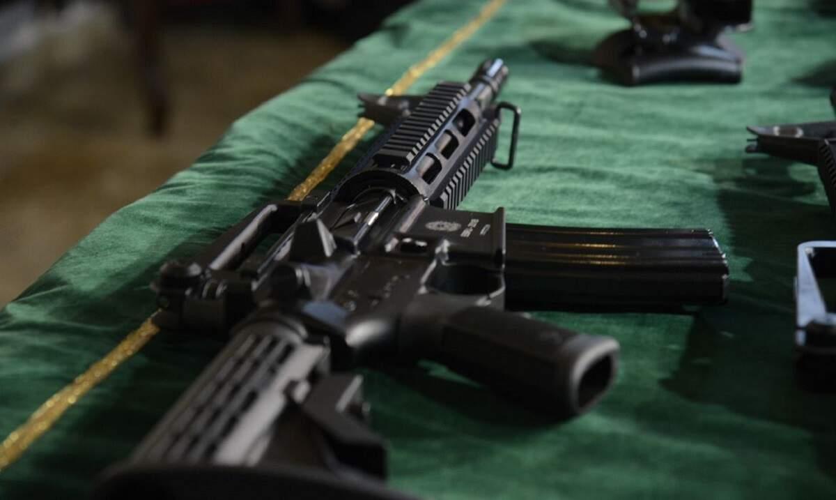 Polícia Rodoviária Federal apreende dois fuzis escondidos em caminhão na Rio-Santos