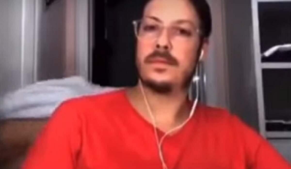 Esposa de Porchat aparece seminua em live do humorista com Boulos