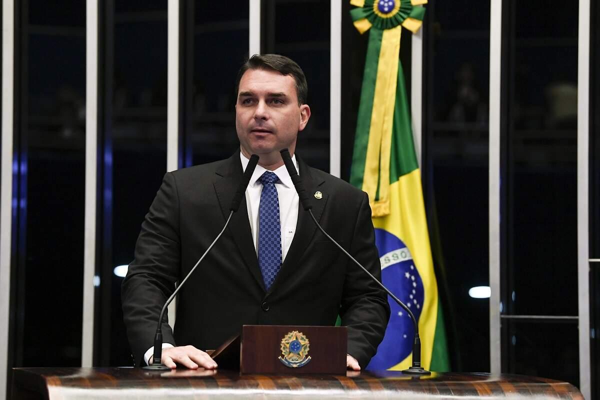 Gilmar suspende julgamento sobre foro de Flávio Bolsonaro marcado para segunda