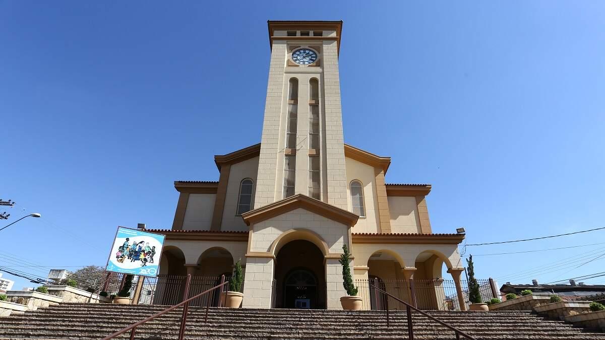 Igreja Matriz Sant'Ana anuncia volta das missas com público nesta quarta