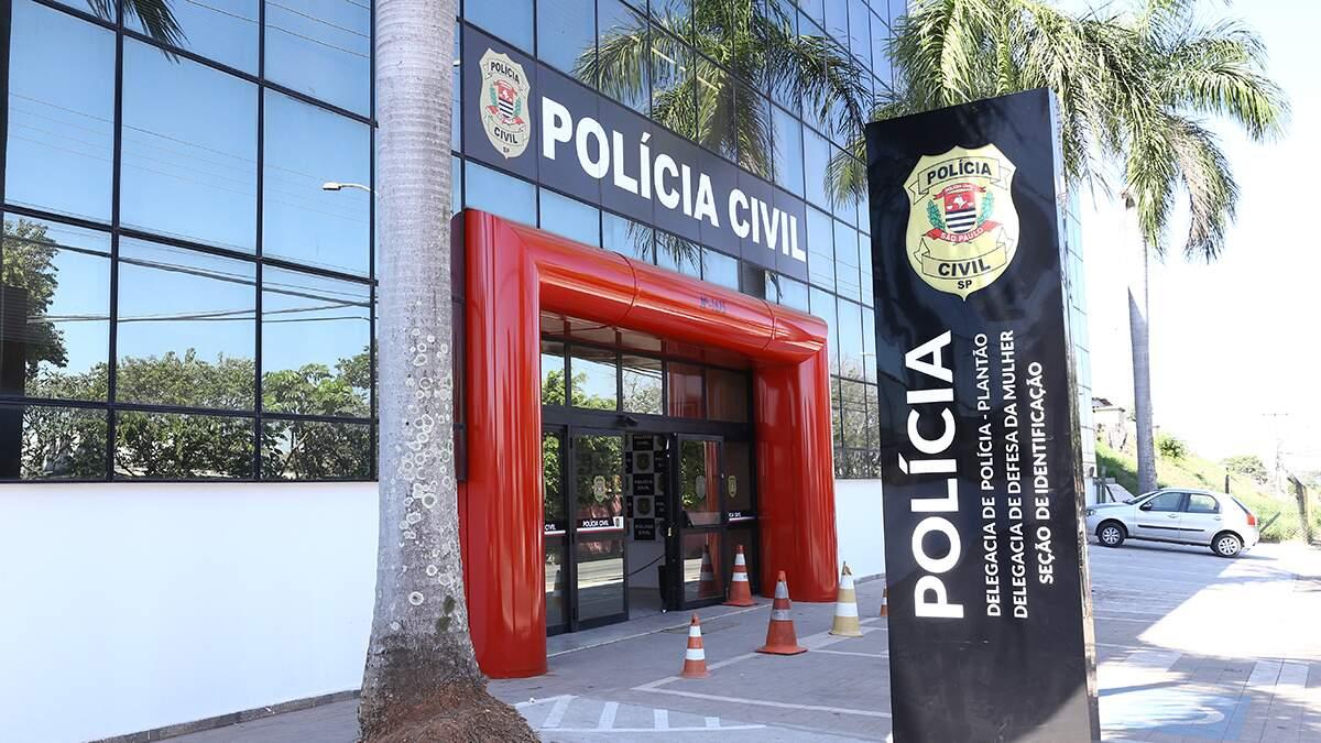 Mulher morre após cair de moto na Avenida Cillos