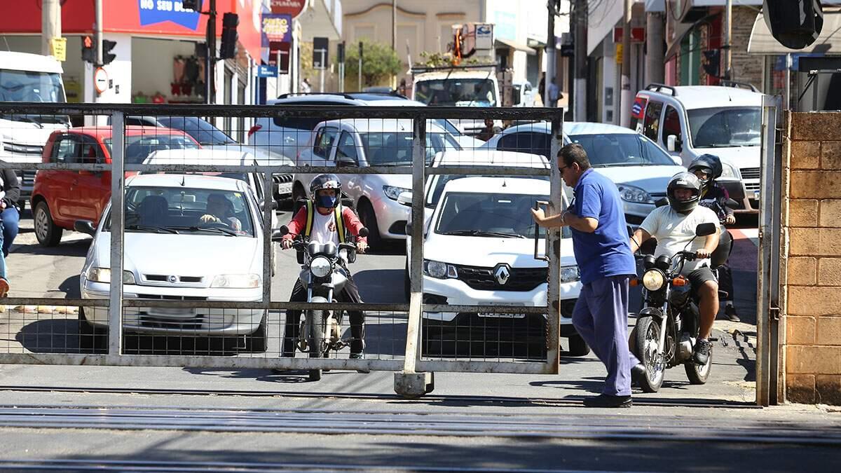 Sindicância não identificou responsável por retirada de cancela na Rua Carioba